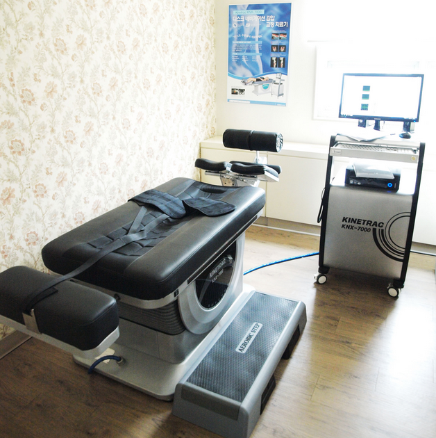 Manual therapy table